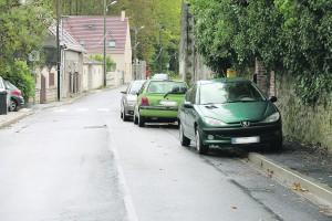 Stationnement gênant route de Guisseray.