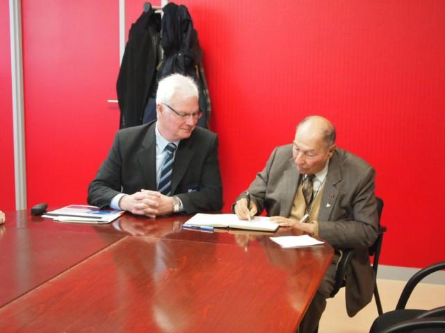 Serge Dassault, epide, directeur, livre d'or, visite, sénateur, Essonne