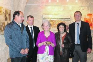 Gisèle Martin a reçu la Médaille d'or de l'Assemblée Nationale remise par le député Franck Marlin.
