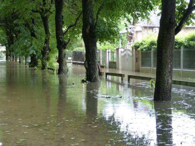 Soisy sur seine l 39 eau monte en bord de seine le for Achat maison soisy sur seine