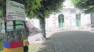 L'école des Frères-Montgolfier se met au tricot.
