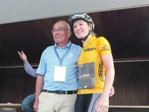 Amy Pieters avec le maire Bernard Sprotti.