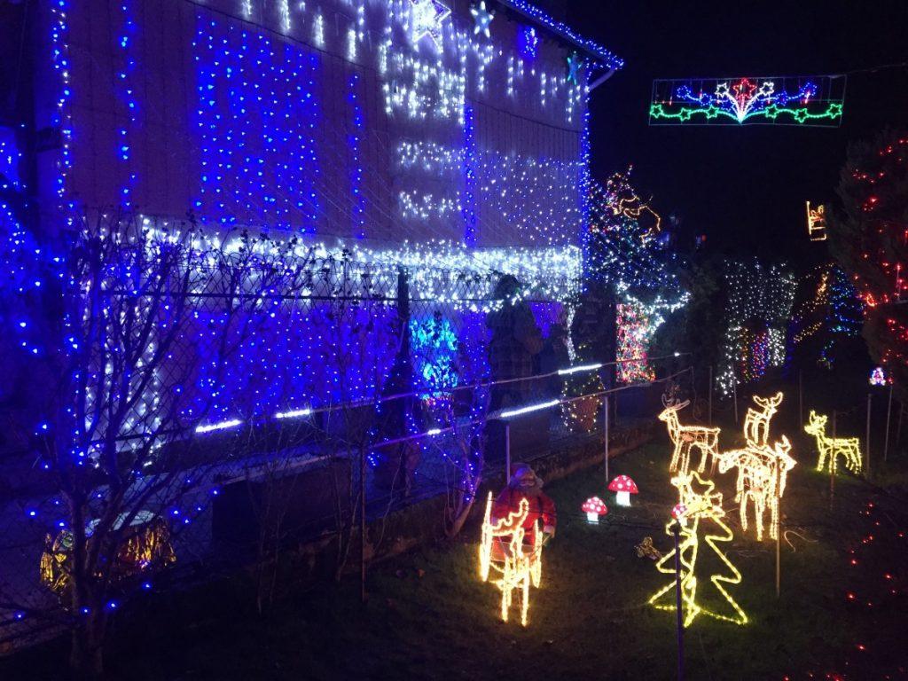 Selon Jean-Michel, ses décorations de Noël ne lui coûtent en électricité qu'une centaine d'euros supplémentaire sur l'ensemble de ses factures.