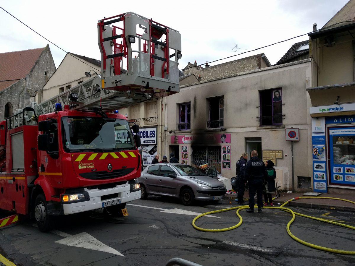 Essonne incendie dans un salon de coiffure etampes for Salon de coiffure etampes