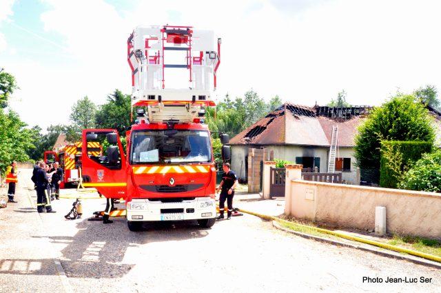 Un pavillon prend feu forges les bains for Garage jean lain thonon les bains
