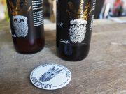 La bière brassée à Bouville est reconnaissable avec le dessin du roi Houb 1er par l'artiste C.raf Arts.