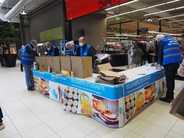 collecte alimentaire hygiène étudiants Evry Rotary Club