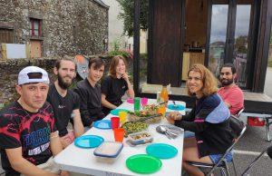 migrant bus talents itinérants tiny house Cerny équipe